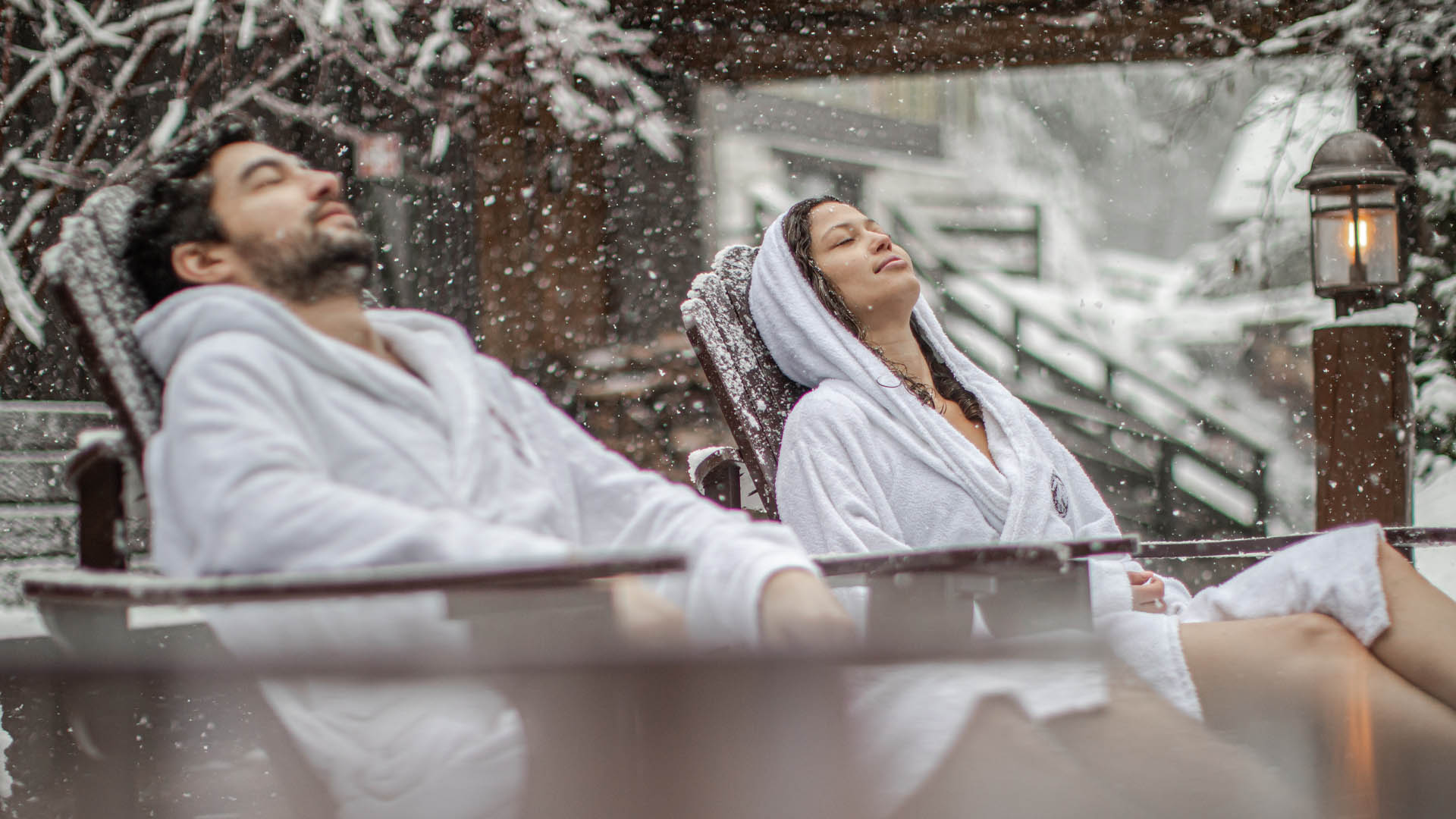 Couple relaxing at Spa Scaninave when its snowingjpg