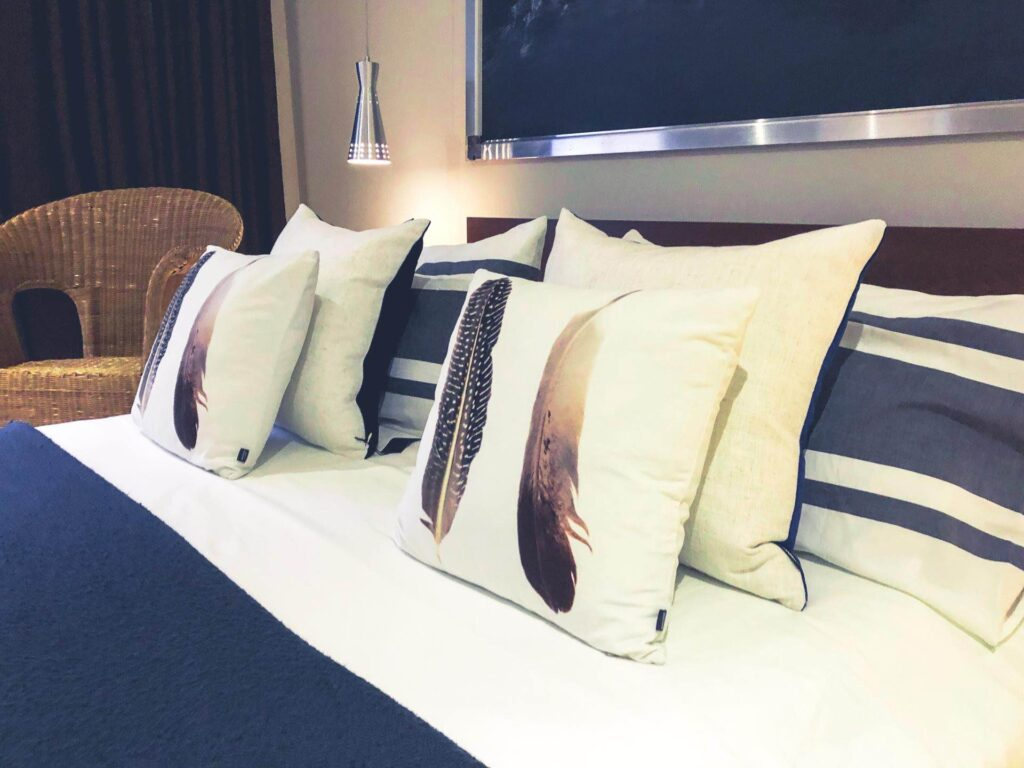 Loft Jacques-Cartier bed with ucshions of luxury aparthotels in montreal