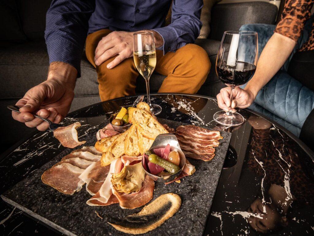 Le Capitole Hôtel couple eating at top quebec city hotel restaurants